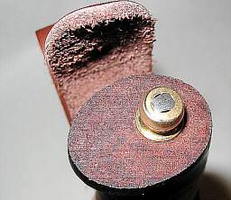 Оружие находится также в галереях: бронежилет от ножа.